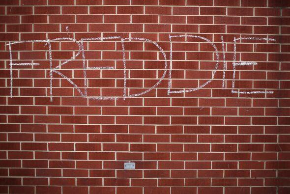 El nombre de Gray dibujado con tiza en la esquina de las avenidas Norte...