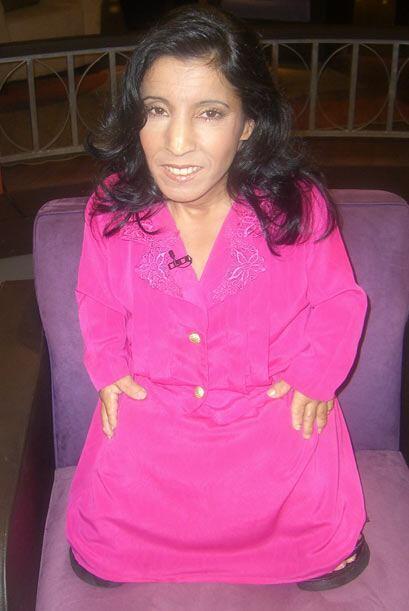 También María Bárbara Barroso, quien mide 2 pies con 19 pulgadas (67 cen...