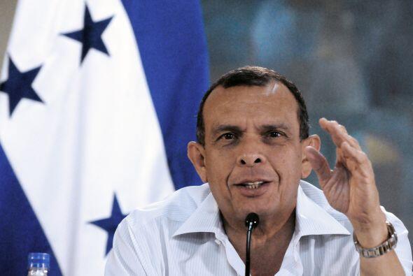 Lobo y sus colegas de Colombia, Juan Manuel Santos, y de Venezuela, Hugo...