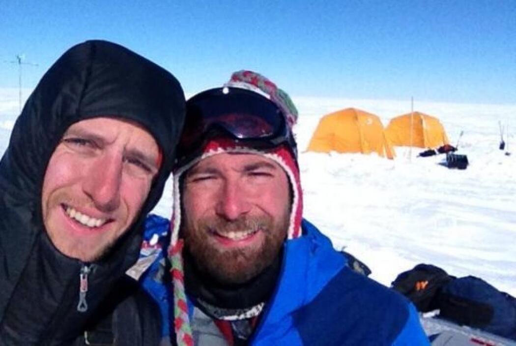 Los científicos Ludovic Brucker y Clément Miège's desde el Sureste de Gr...