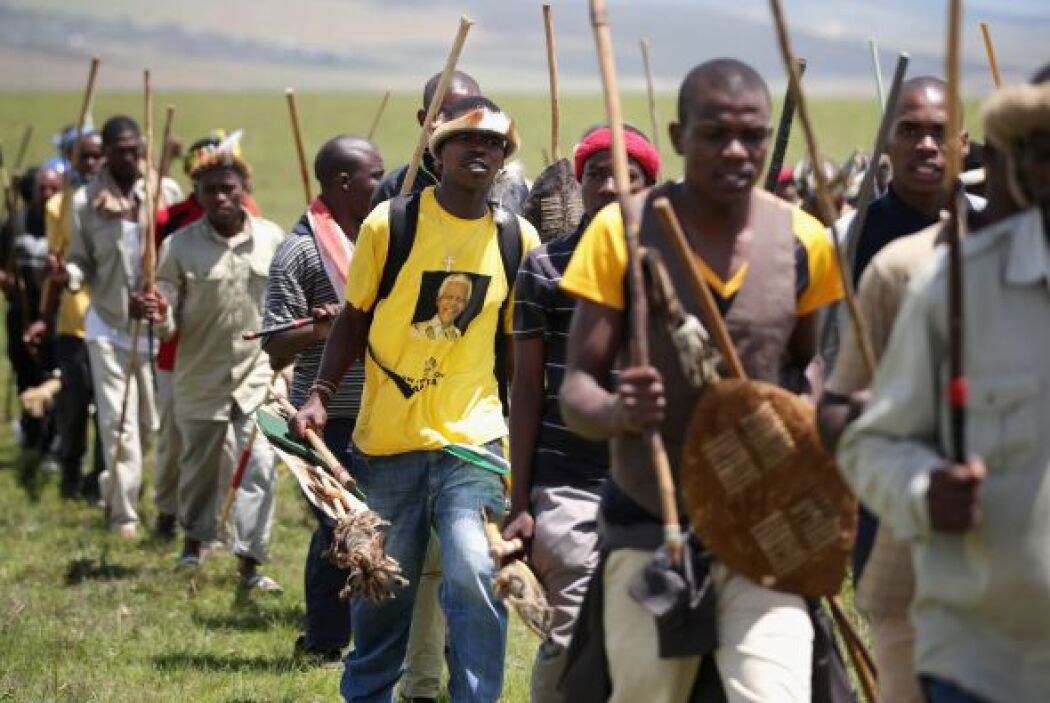 Música y baile no podían faltar en el último adiós a Madiba.