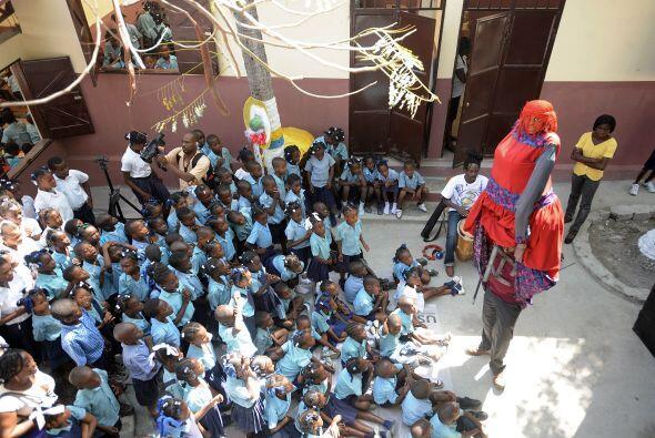 Los alumnos haitíanos de la Escuela Nacional tuvieron un día de fiestas.