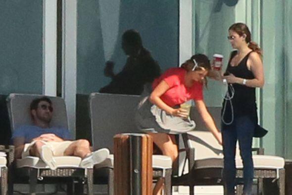 Durante una sesión de fotos en la ciudad de Miami, la modelo apareció mu...