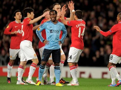 Manchester United se clasificó para los Octavos de final pero suf...