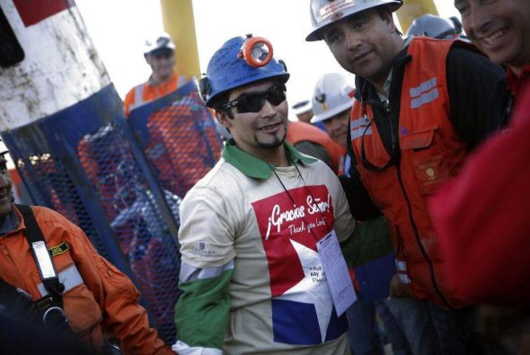 Tras el derrumbe las autoridades chilenas se dieron a la tarea de locali...