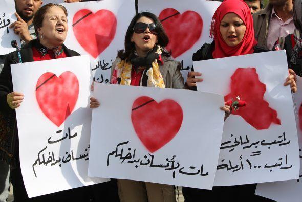 Incluso expresan su alegría por estas fechas en las calles, con carteles...