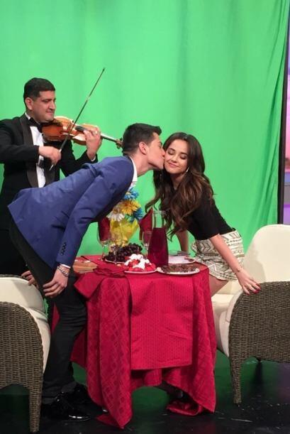 Luis Coronel hasta se animó a darle un tierno beso a Becky G.