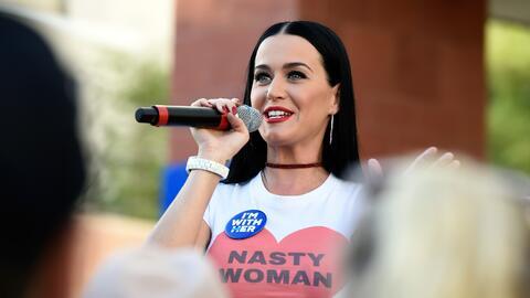 Katy Perry haciendo campaña para Hillary Clinton.