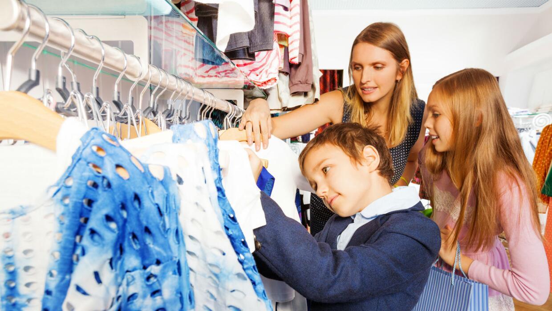 Mama de compras con hijos