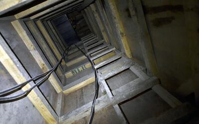 Organizaciones criminales emplean túneles como éste para t...