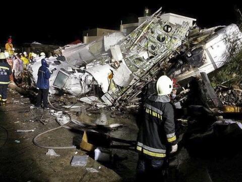 Un avión de TransAsia se estrelló en un intento de aterriz...