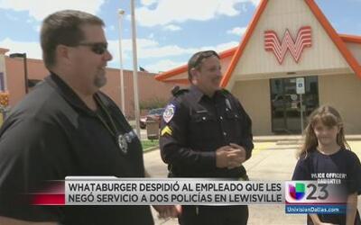 Niegan servicio a dos policias texanos