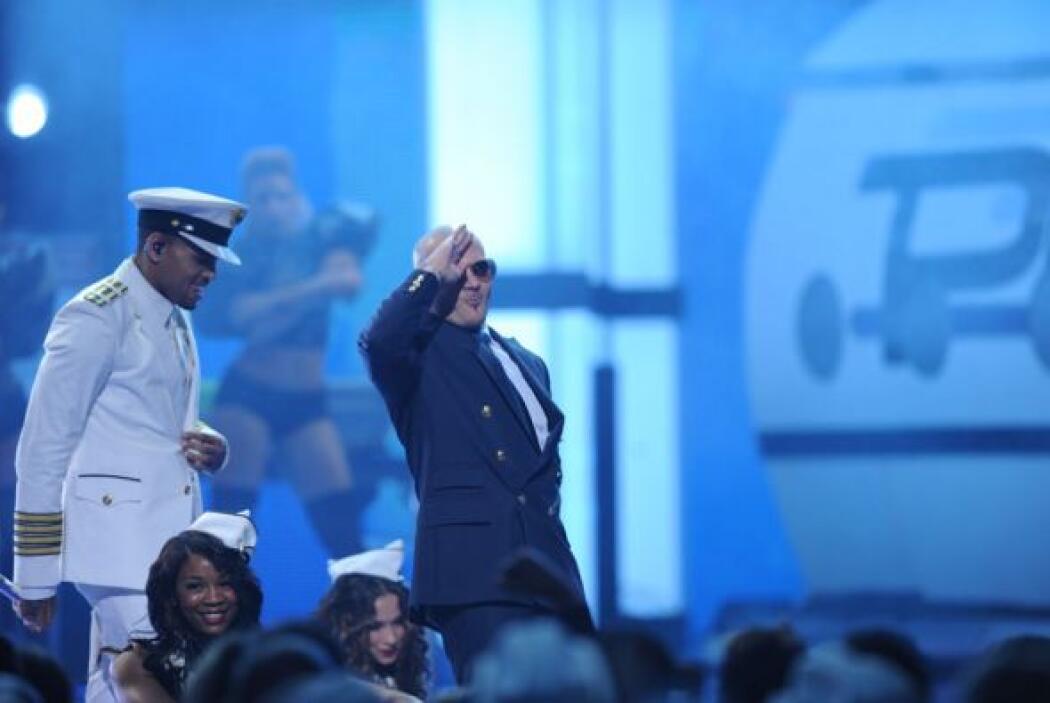 Así se despidieron Chris Brown y Pitbull de Premio Lo Nuestro  para empr...