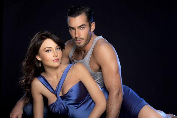 Angelique Boyer y Aarón Díaz protagonizan Teresa, una hist...