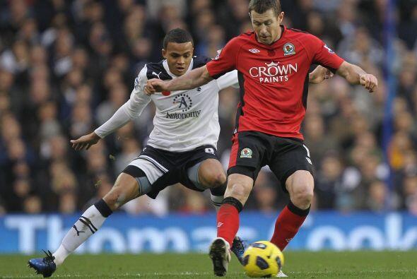 Tottenham goleó al Blackburn Rovers por 4 a 2 y sigue con su buena racha.