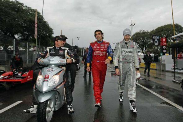 Los pilotos salieron a inspeccionar la pista, pero las condiciones no me...