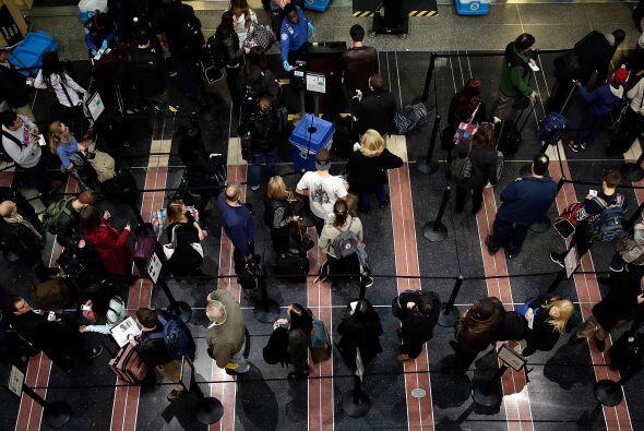 Miles de estadounidenses comenzaron a viajar a través de las carr...