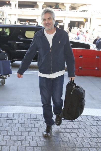 """Alfonso Cuarón llega a Los Ángeles, con tan sólo un """"backpack"""" como equi..."""