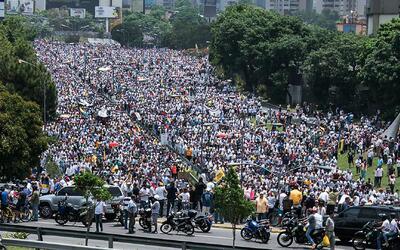 Madre de todas las marchas en Venezuela dejó al menos tres muertos y dec...
