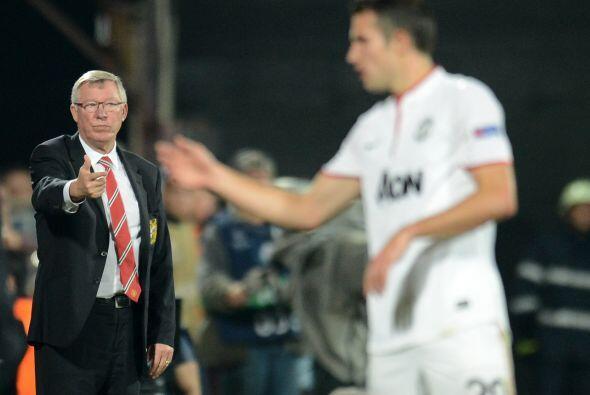 El entrenador Sir Alex Ferguson  veía la contundencia del refuerzo que t...