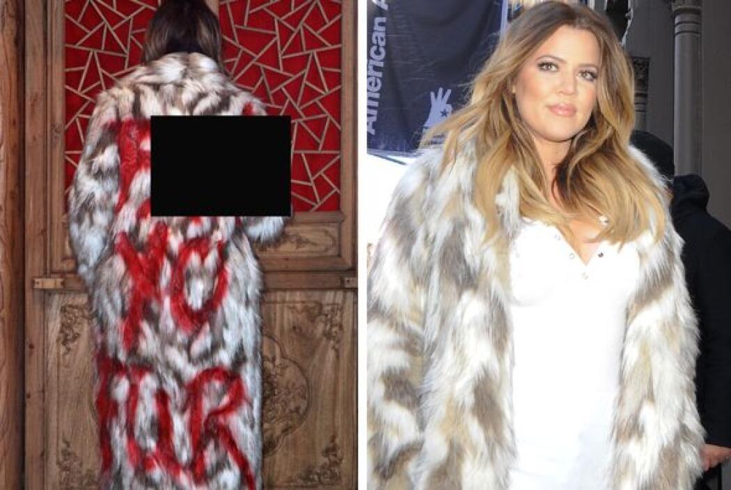 ¿Qué opinas del abrigo de Khloé? Más videos de Chismes aquí.