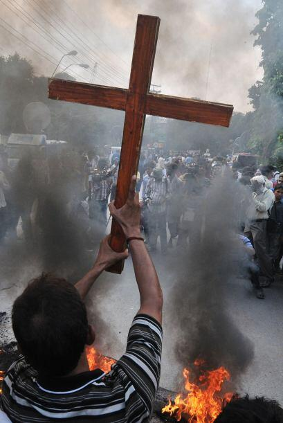 Cristianos paquistaníes protestan en Lahore el 22 de septiembre de 2013,...