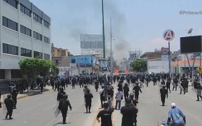 Violento enfrentamiento de maestros con la policía en México