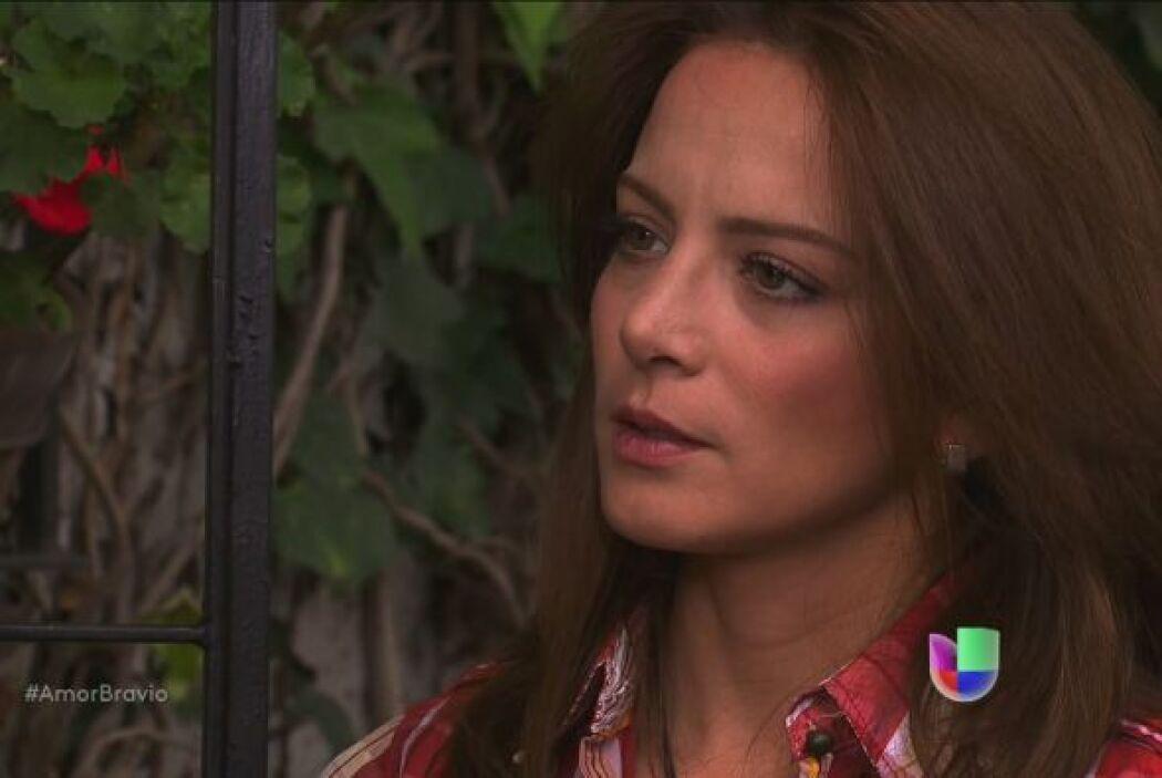 Camila la pone en su lugar, le dice que no piensa comentar el tema, ya q...
