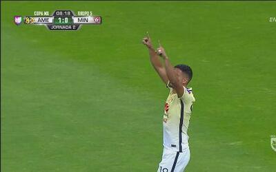 Bruno Valdéz se levantó por los aires y anotó para América