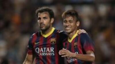 Neymar es felicitado por Cesc luego de su primer gol como jugador del Ba...