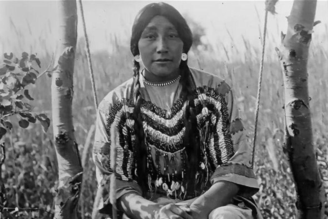 Por su parte, los indios navajos entierran la placenta y el cordón umbil...