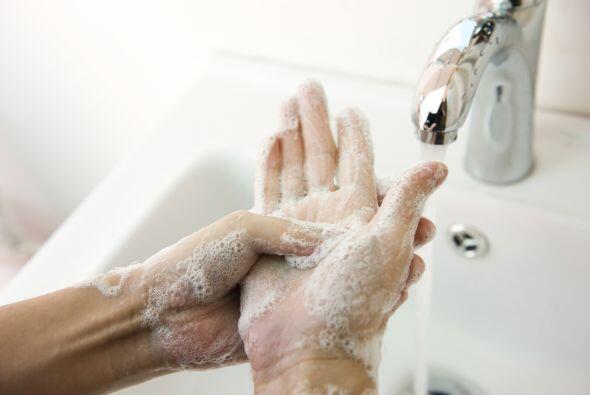 Lava tus manos con frecuencia. Siguiendo con las medidas de prevención d...