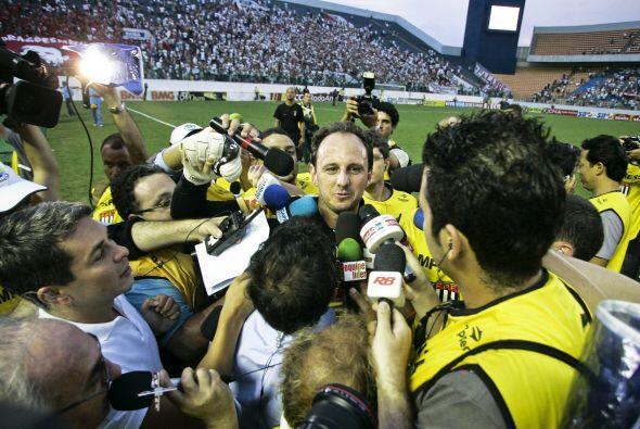 Ceni acumula seis premios al mejor portero de la Liga brasileña y hasta...