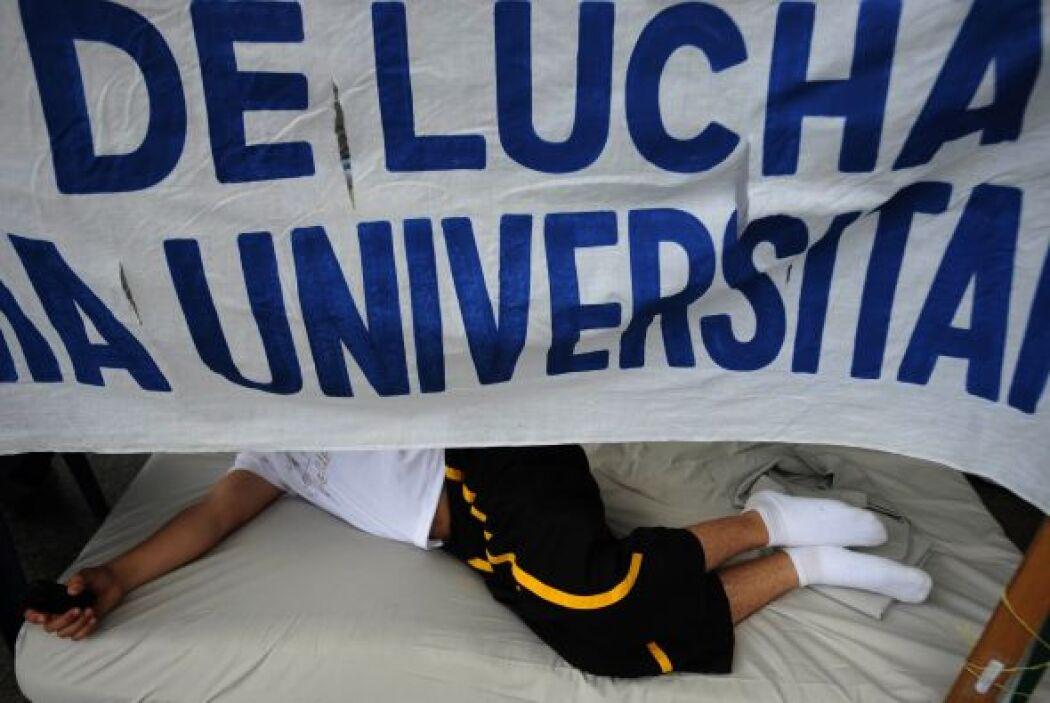 """""""Aquí hay 14 huelguistas: 10 estudiantes, tres profesores y un obrero"""",..."""