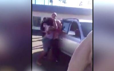Dos mujeres se agarran a golpes por un lugar de estacionamiento