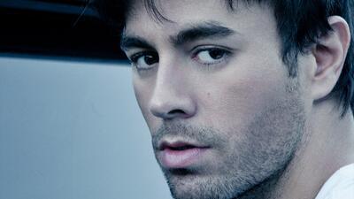 Enrique Iglesias en promocional de 'Duele El Corazón'.