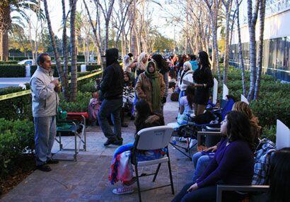 Las chicas y su familia acapararon lugar, cobijas, sillas y chamarras hi...