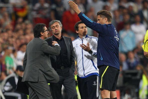 Mourinho protestó ardientemente la expulsión de Pepe y también se fue ex...