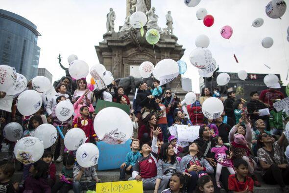Activistas en México continúan sus movilizaciones en honor...