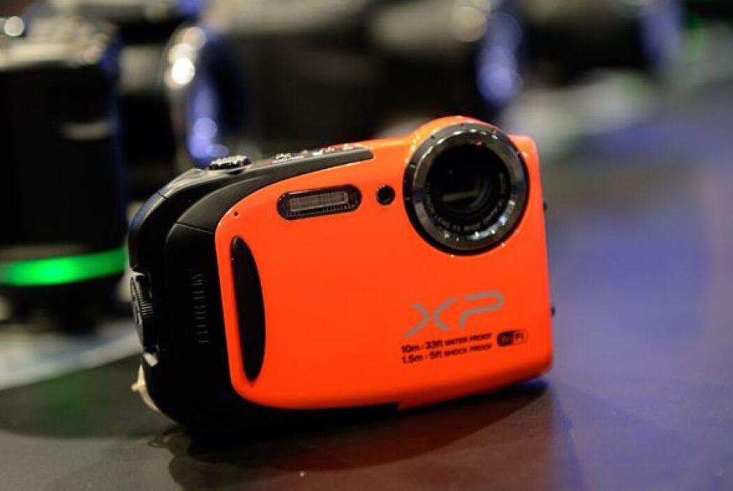 fuji presentó su más nueva cámara compacta contra agua.
