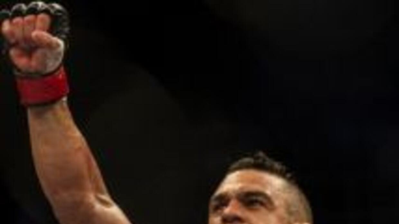 Belfort necesitó menos de un round para noquear a su rival.