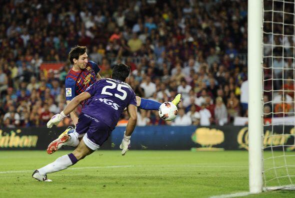 Luego de un centro perfecto del lateral brasileño Dani Alves, 'La Pulga'...