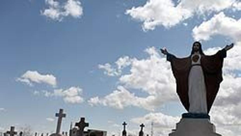 Interrumpen sepelio de policía mexicano para llevar cadáver al forense a...