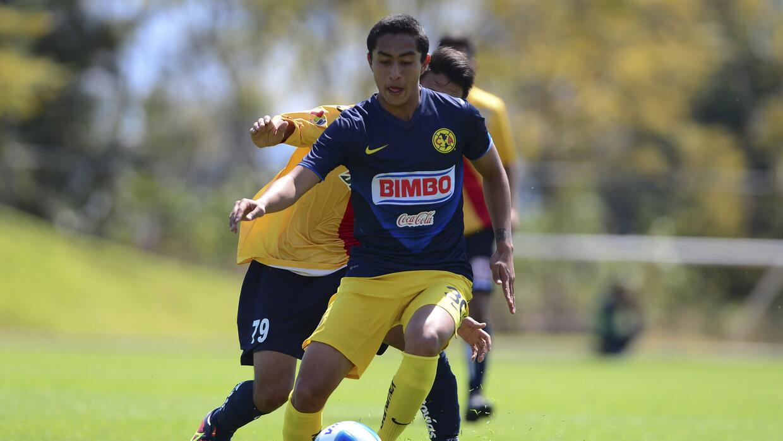 El jugador mexicano iría al Porto B por un año en calidad...