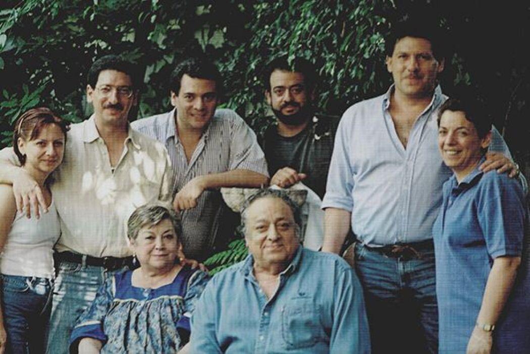 Tuvieron seis hijos: Héctor, José, Fernando, Lucy, Mauricio y Claudia. T...