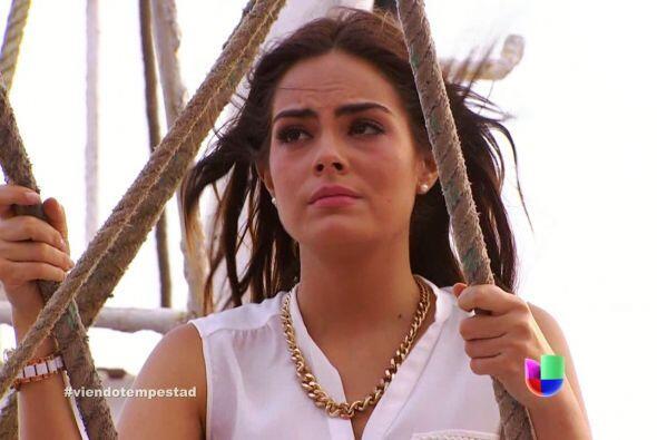 Mientras que Marina pensaba en que había pedido para siempre a Da...