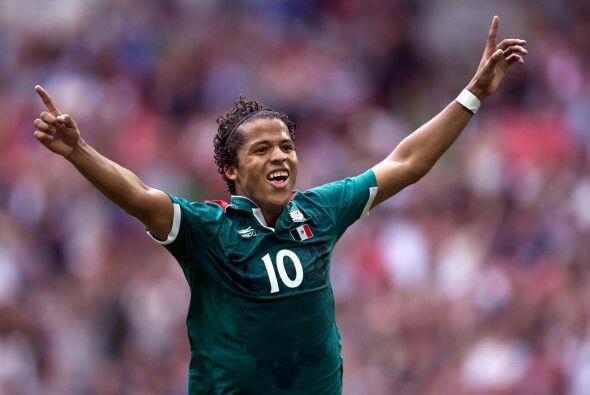 Asimismo, Dos Santos disputó la Copa del Mundo de Brasil, donde t...