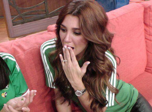 La guapa actriz quedó sorprendida con la predicción de El Chicharito Vid...