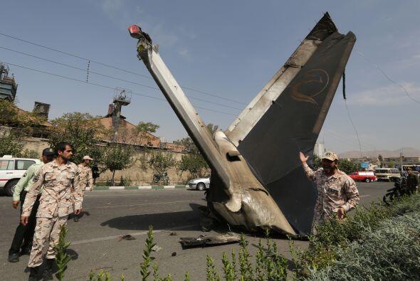 El avión, un jet Iran-141 utilizado para vuelos domésticos...