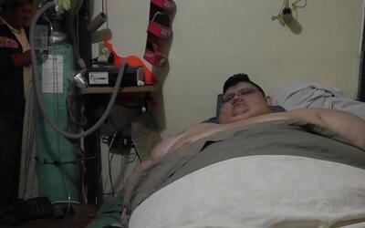 El hombre más obeso del mundo pesa 1,100 libras y se ha parado de su cam...